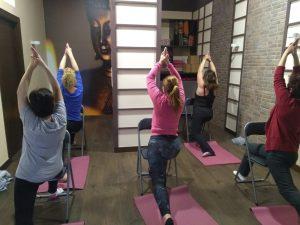 yoga adaptado en sillas